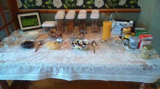 Orchard Cottage: Breakfast bar