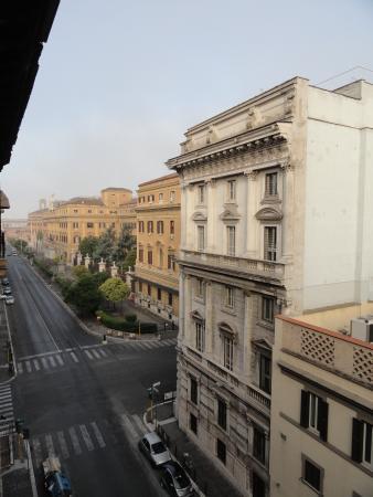 Mosaic Hostel: Vista desde la ventana para la izquierda