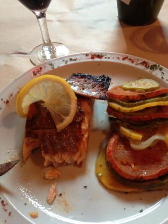 Bodegon Fueguino: Salmon