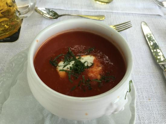 Schutzenhof: Tomatensuppe mit Creme Fresh