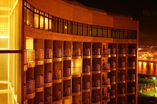 Loisir Hotel Naha: バルコニーからの外観
