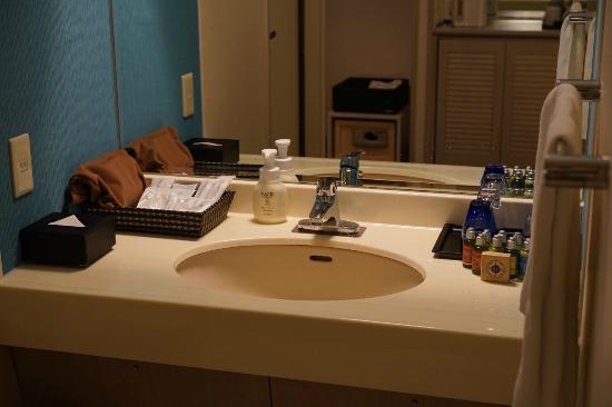 Loisir Hotel Naha: 洗面台
