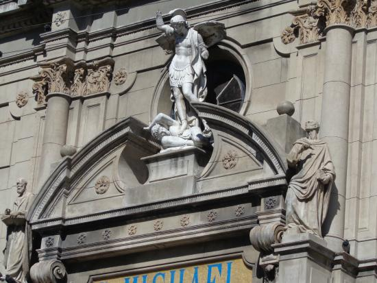 Iglesia San Miguel de Arcangel: Frente