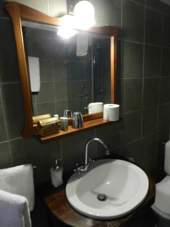 Oikoperiigitis Hotel: Ванная комната