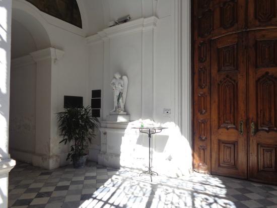 Iglesia San Miguel de Arcangel: Atrio