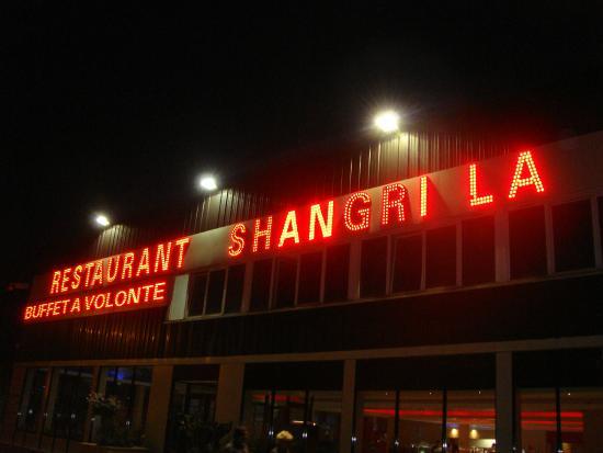 Shangri la: Devant le restaurant