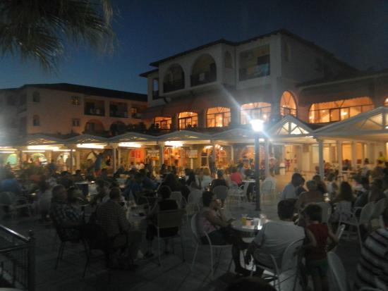 Akrathos Beach Hotel: вечер на террасе