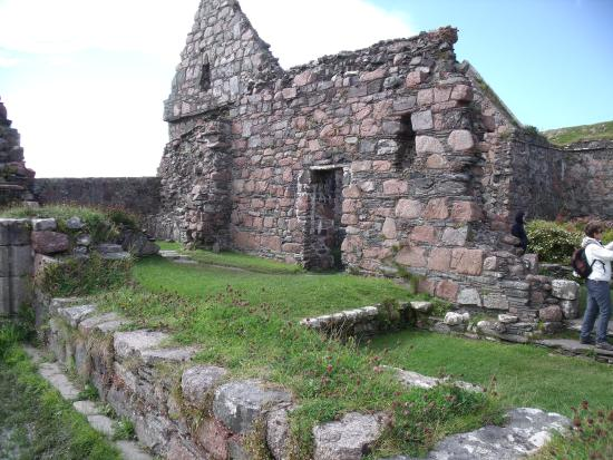Calgary Bay: Nunnery on Iona