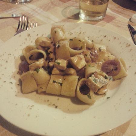 Mangia E Taci: Pasta con pesce spada e pomodorino