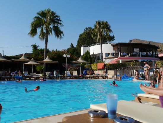 Golden Beach Deluxe Hotel: Bazén