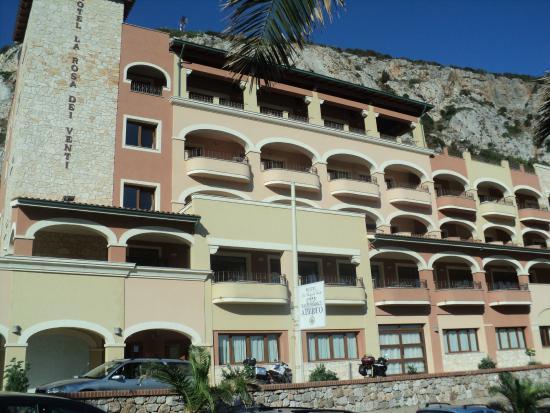 Hotel La Rosa Dei Venti: Vista strada dell'hotel