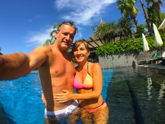 Asia Gardens Hotel & Thai Spa, a Royal Hideaway Hotel: Acceso piscina