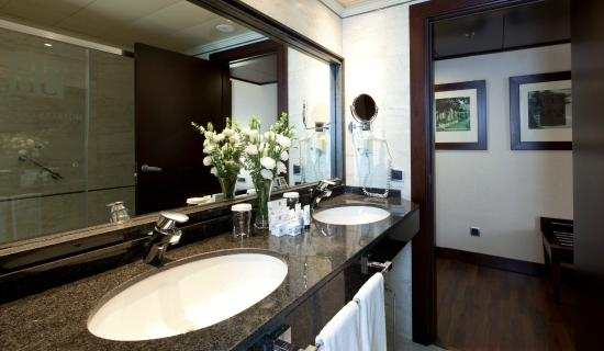 Hotel Sevilla Center: Junior Suite (Baño)