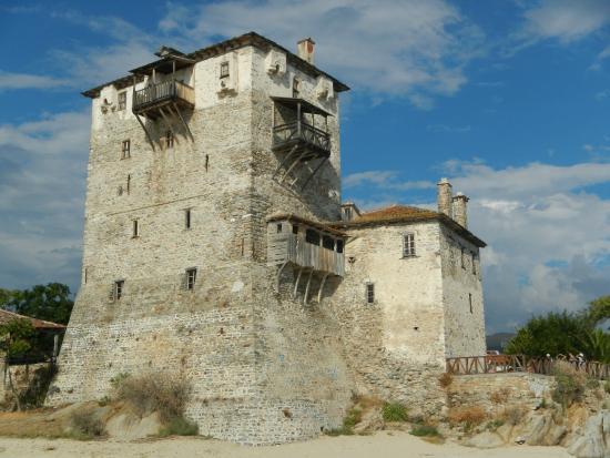 Akrathos Beach Hotel: Византийская башня в Уранополисе