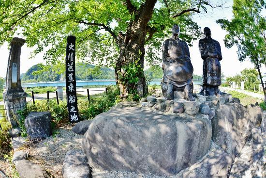 Basho Onboard  Place: 芭蕉乗船の地 芭蕉像
