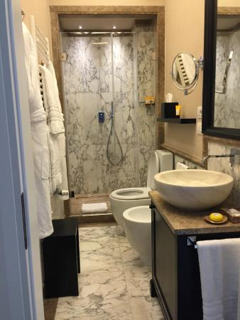 Grand Amore Hotel and Spa: La stanza d'albergo - Il bagno