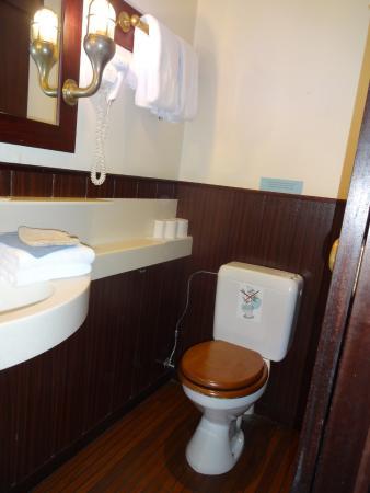 De Barge Hotel: Ein Toilettenpapierhalter fehlt.
