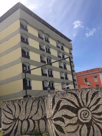 Grande Hotel Da Barra: Fachada do hotel, vista do Forte