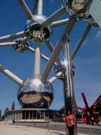 Atomium: A los pies del Atomo