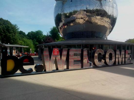Atomium: Bienvenida en el Atomo