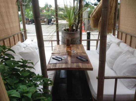 Boem: table en terrasse