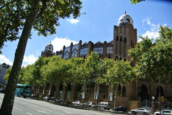 Plaza de Toros Monumental de Barcelona: とても立派な建物