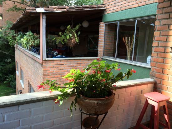 InMedellin Hostel: terraza 2
