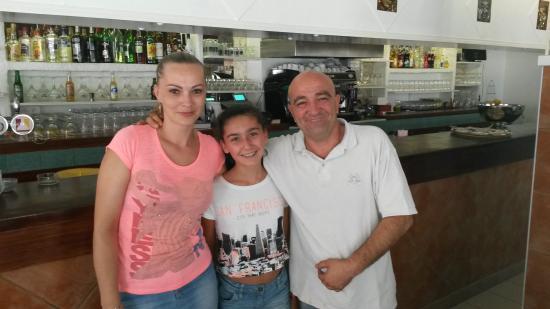 Le New bar Chez Fabrice: Le Patron sa femme est ma fille