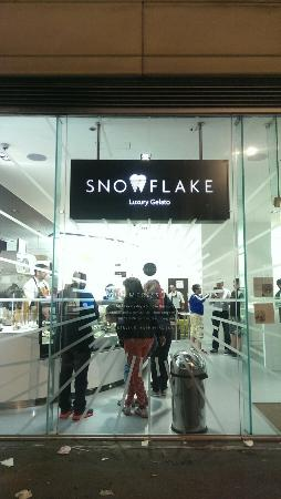 Snowflake Luxury Gelato: Perfect treat over a bank holiday late night out....