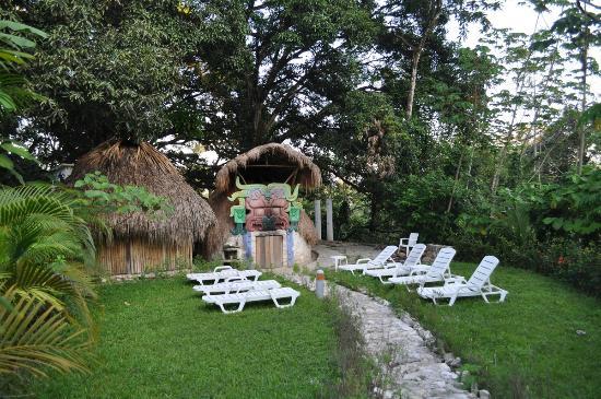 Hotel Villa Mercedes Palenque: Территория отеля