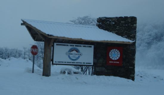 Cerro Castor (Castor Mount): Entrada al estacionamiento
