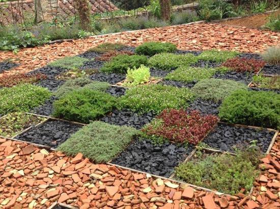 Jardin des Paradis: The herb parterre