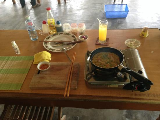 Thuan Tinh Island - Cooking Tour: Pho cooking