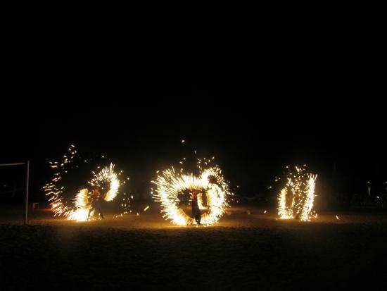 Venosa Beach Resort & Spa: Fire Show