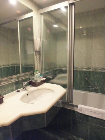 Hotel Samara: Salle de bain