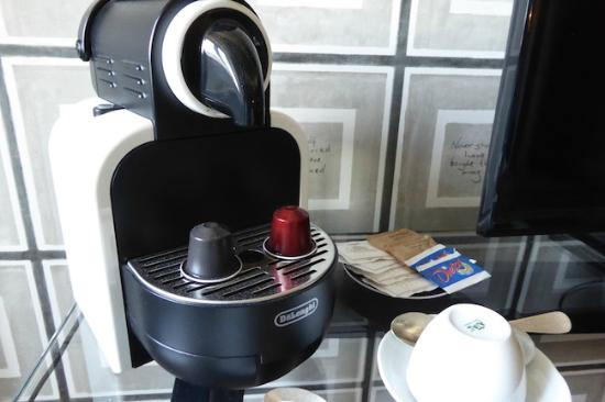 Palazzo Manfredi - Relais & Chateaux: Coffee maker in room