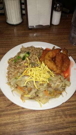 Commodore Restaurant: Camarão agridoce, arroz frito e frango chopsuey