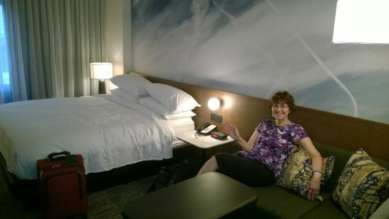 Newark Liberty International Airport Marriott: Hotel Room #562
