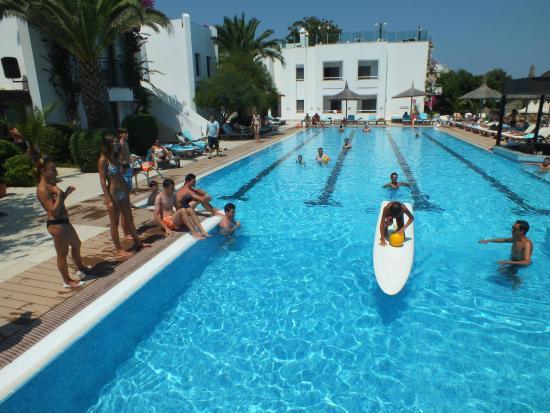 Hotel Samara: Jeu piscine avant l'heure de midi