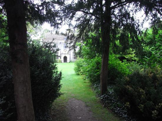 Avebury Manor: photo1.jpg