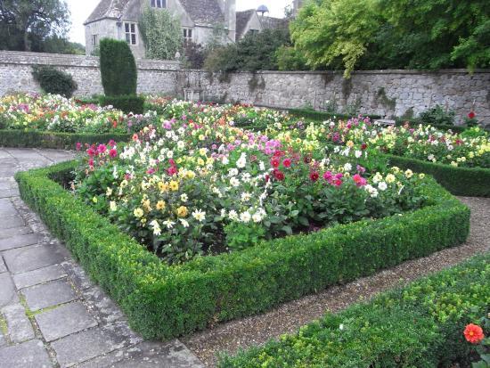 Avebury Manor: photo2.jpg