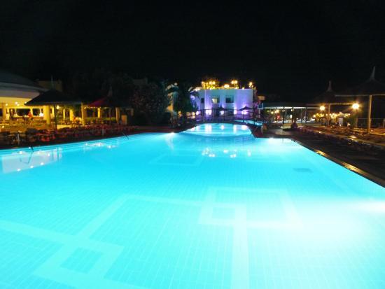 Hotel Samara: piscine le soir