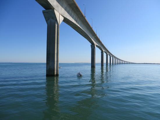 Port de Saint-Martin-de-Ré: The bridge to Île de Ré