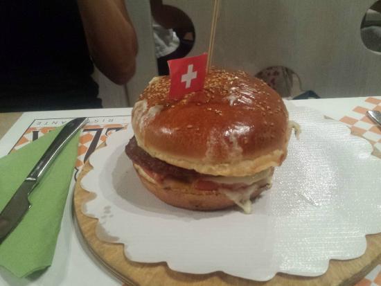 Spiller Verona: panino con hamburger