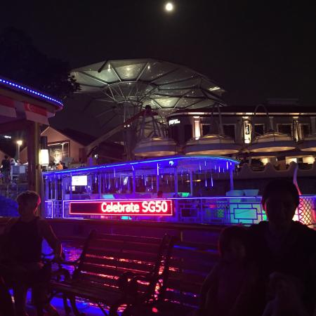 River Explorer Singapore- Day Tours: Night tour with major stop at lights and sound show by the marina