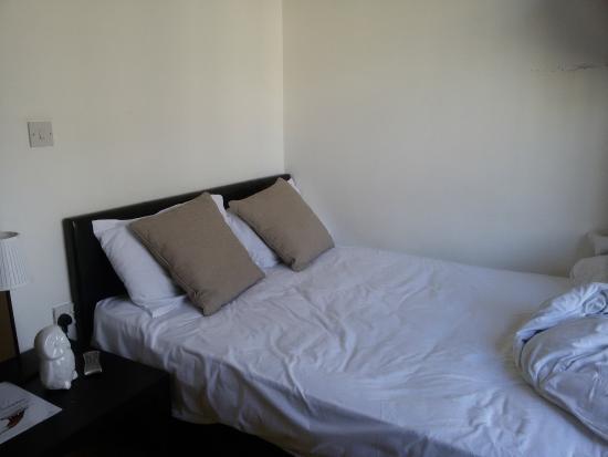 Hyde Park Executive Apartments: Cama