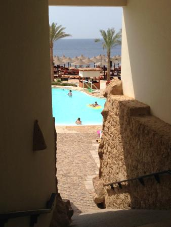 Sharm Plaza Hotel: Last Steps to the Sharm Plaza Pool