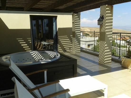 Villa Galilee: מרפסת עם ג'קוזי