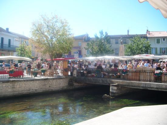 Hotel Crillon le Brave: Antique market in Isle Sur La Sorgue