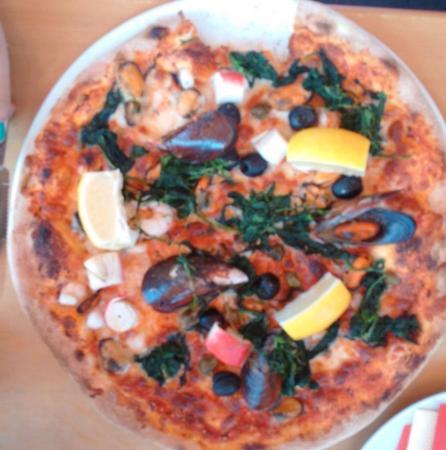Balatonfenyves, Hungary: Gomba Cafe Pizzeria